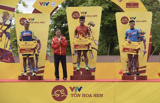 ẢNH: Những khoảnh khắc ấn tượng chặng 3 Giải xe đạp quốc tế VTV Cup Tôn Hoa Sen 2018 - Thanh Hoá đi Nghệ An - Ảnh 11.