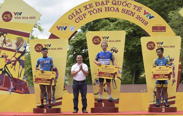 ẢNH: Những khoảnh khắc ấn tượng chặng 3 Giải xe đạp quốc tế VTV Cup Tôn Hoa Sen 2018 - Thanh Hoá đi Nghệ An - Ảnh 12.