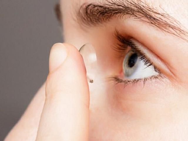 10 thói quen hàng ngày gây tổn hại thị lực của bạn - Ảnh 8.