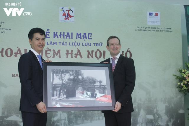 Tái hiện sinh động Hà Nội xưa tại Triển lãm Hoài niệm Hà Nội phố - Ảnh 4.