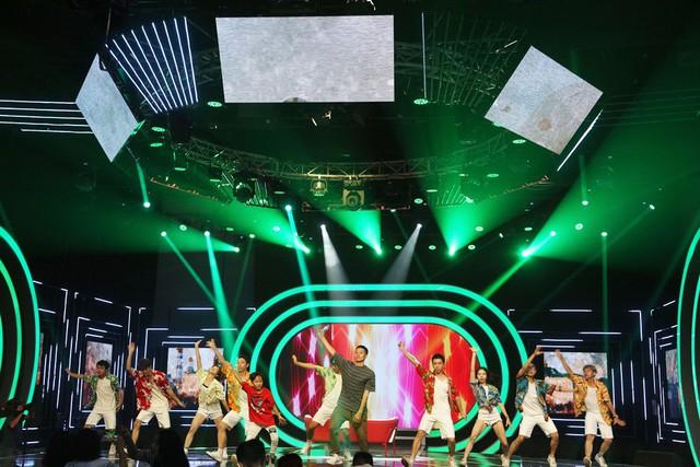 VTV Awards 2018: Hé lộ hình ảnh thảm đỏ và sân khấu trước giờ G - Ảnh 1.