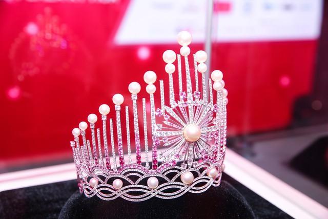 Cận cảnh chiếc vương miện đặc biệt của Hoa hậu Việt Nam 2018 - Ảnh 1.