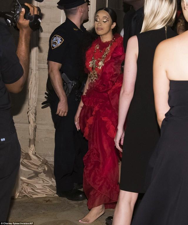 Cardi B và Nicki Minaj đánh nhau tại Tuần lễ thời trang New York - Ảnh 1.