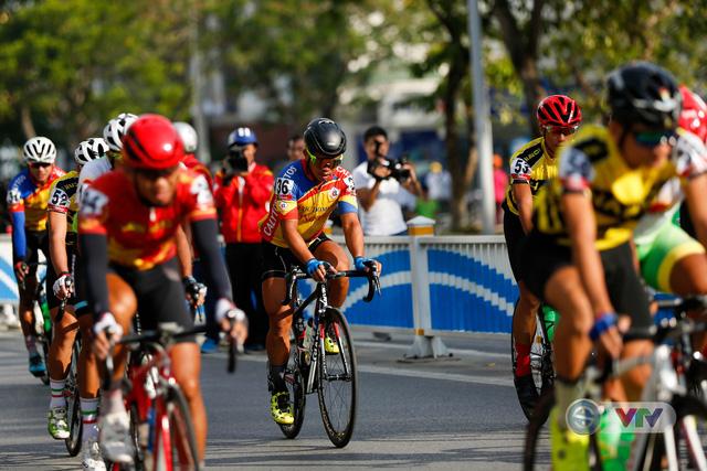 ẢNH: Những khoảnh khắc ấn tượng chặng 7 Giải xe đạp quốc tế VTV Cup Tôn Hoa Sen 2018 - Ảnh 1.
