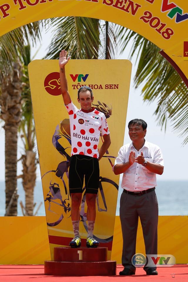 ẢNH: Những khoảnh khắc ấn tượng chặng 7 Giải xe đạp quốc tế VTV Cup Tôn Hoa Sen 2018 - Ảnh 18.