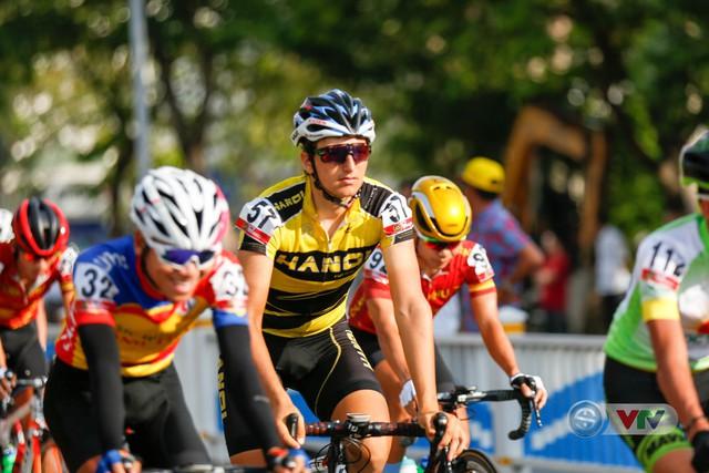 ẢNH: Những khoảnh khắc ấn tượng chặng 7 Giải xe đạp quốc tế VTV Cup Tôn Hoa Sen 2018 - Ảnh 2.