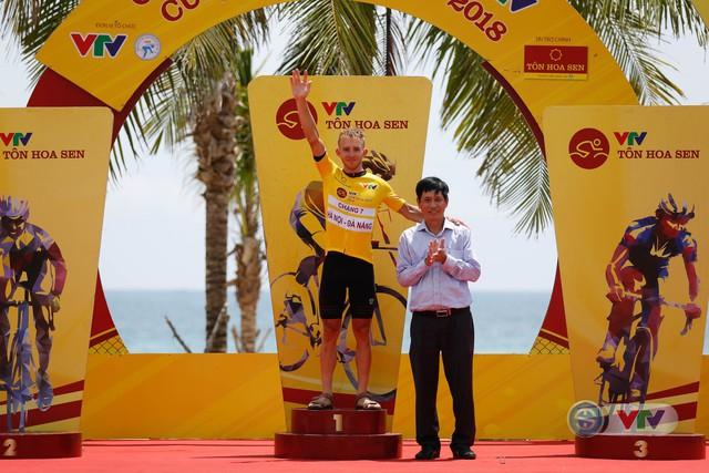 ẢNH: Những khoảnh khắc ấn tượng chặng 7 Giải xe đạp quốc tế VTV Cup Tôn Hoa Sen 2018 - Ảnh 19.