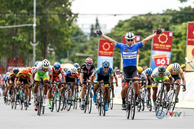 ẢNH: Những khoảnh khắc ấn tượng chặng 8 Giải xe đạp quốc tế VTV Cup Tôn Hoa Sen 2018 - Ảnh 10.