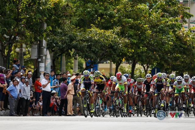 ẢNH: Những khoảnh khắc ấn tượng chặng 8 Giải xe đạp quốc tế VTV Cup Tôn Hoa Sen 2018 - Ảnh 2.