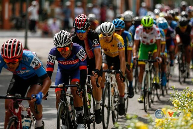 ẢNH: Những khoảnh khắc ấn tượng chặng 8 Giải xe đạp quốc tế VTV Cup Tôn Hoa Sen 2018 - Ảnh 7.