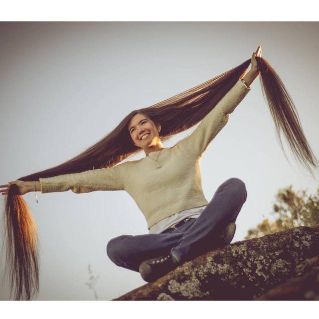 Thiếu nữ 17 tuổi xác lập kỷ lục thế giới với mái tóc dài 1,52 mét - ảnh 1