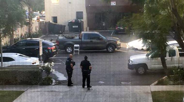 Xả súng vào cảnh sát ở Mỹ, 2 người thiệt mạng - Ảnh 4.