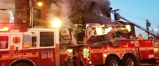 Thêm một vụ cháy chung cư tại quận Bronx, New York (Mỹ) - Ảnh 3.