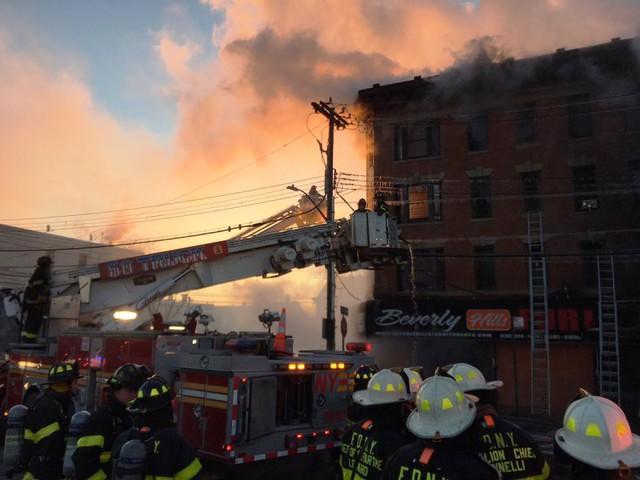 Thêm một vụ cháy chung cư tại quận Bronx, New York (Mỹ) - Ảnh 1.