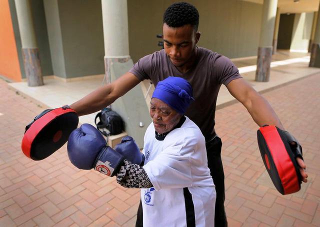 Những cụ bà mê... boxing tại Nam Phi - Ảnh 5.