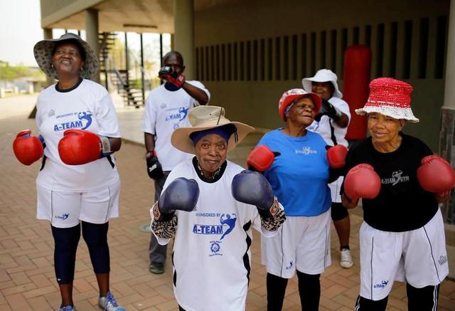 Những cụ bà mê... boxing tại Nam Phi - Ảnh 6.