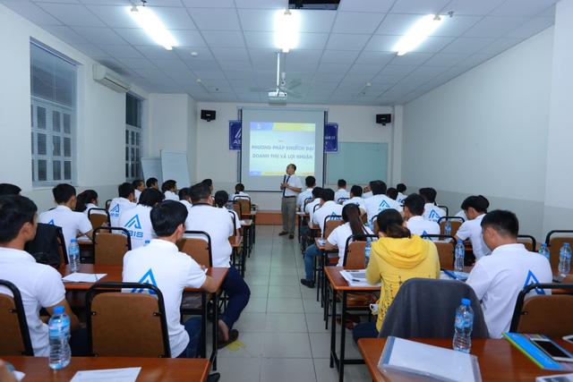 GV Nguyễn Hồng Cương và ước mơ vì một thị trường xe máy lành mạnh - Ảnh 1.