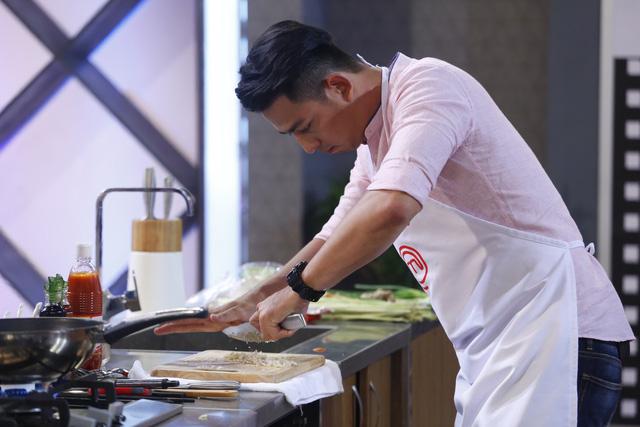 Siêu mẫu Hoàng Long: Chưa bao giờ nghĩ sẽ có mặt trong top 3 Vua đầu bếp - Ảnh 1.