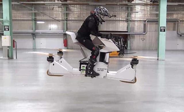 Xe bay đầu tiên trên thế giới cất cánh - Ảnh 2.