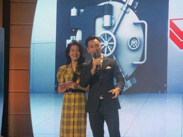 Nghệ sĩ Hoàng Tùng thể hiện màn mở két cực độc trong gameshow Tiền khéo tiền khôn - Ảnh 3.