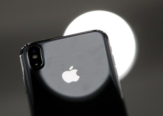 iPhone X và iPhone 8/8 Plus làm mưa, làm gió trên thế giới - Ảnh 1.