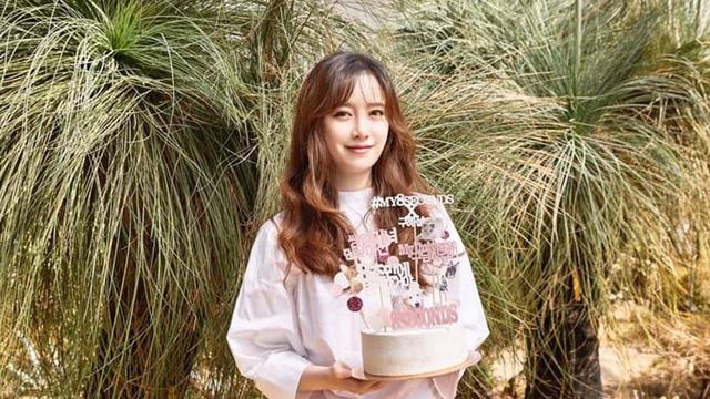 Goo Hye Sun bất ngờ cắt phăng mái tóc dài - Ảnh 1.