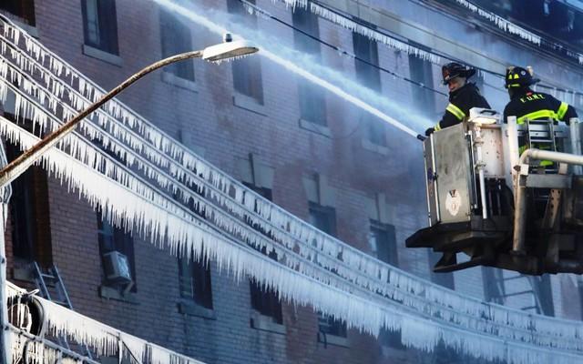 Thêm một vụ cháy chung cư tại quận Bronx, New York (Mỹ) - Ảnh 4.