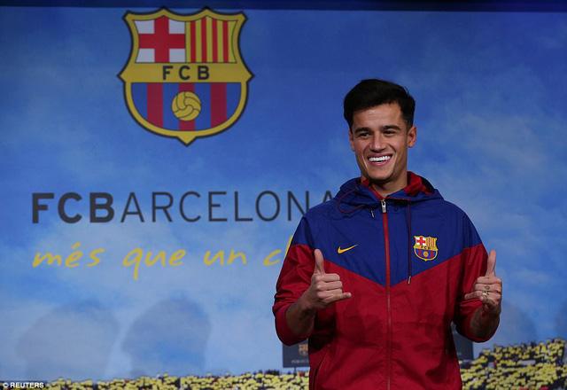 Chùm ảnh: Coutinho có mặt tại đại bản doanh Barcelona chờ thời điểm ra mắt - Ảnh 2.