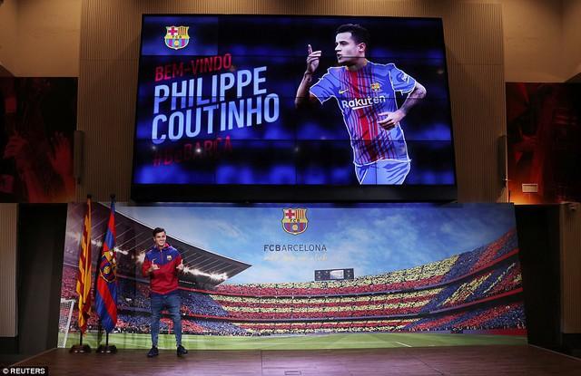 Chùm ảnh: Coutinho có mặt tại đại bản doanh Barcelona chờ thời điểm ra mắt - Ảnh 3.