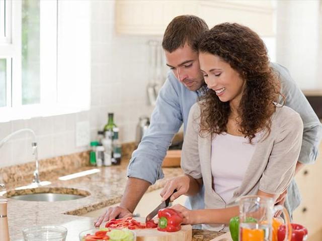9 điều các cặp đôi nên làm để cuộc sống thêm hạnh phúc - Ảnh 2.