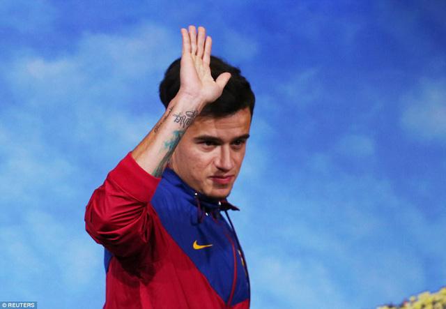 Chùm ảnh: Coutinho có mặt tại đại bản doanh Barcelona chờ thời điểm ra mắt - Ảnh 4.