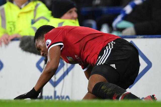 Hàng công Man Utd tan nát sau chiến thắng trước Everton - Ảnh 1.
