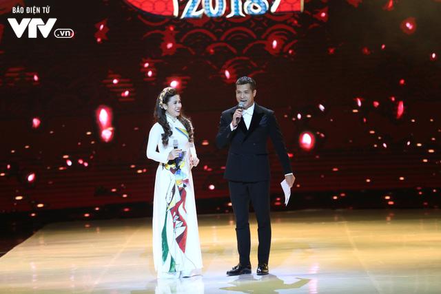 Mỹ Dung - Trương Thế Vinh hóa cặp đôi MC ăn ý trong Gala Cười 2018 - Ảnh 1.