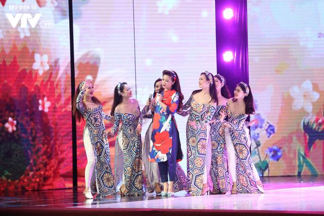 Mỹ Dung - Trương Thế Vinh hóa cặp đôi MC ăn ý trong Gala Cười 2018 - Ảnh 5.