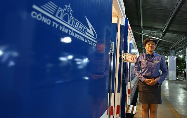 Hành khách đi tàu, máy bay đều tăng trong Tết Nguyên đán Mậu Tuất - Ảnh 1.