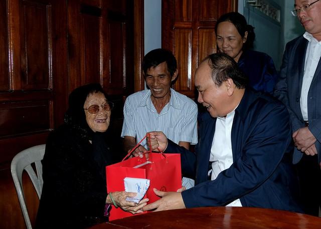 Thủ tướng Nguyễn Xuân Phúc làm việc tại Phú Yên - Ảnh 1.