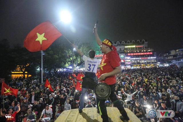 Fan U23 Việt Nam điên đảo tìm kiếm thông tin đi xem trận chung kết trên Google - Ảnh 3.