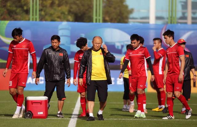 Asian Cup 2019: ĐT Việt Nam thoải mái tập luyện chuẩn bị gặp ĐT Iran - Ảnh 11.