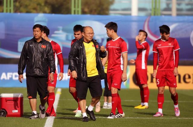 Asian Cup 2019: ĐT Việt Nam thoải mái tập luyện chuẩn bị gặp ĐT Iran - Ảnh 2.