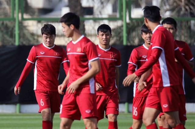 Asian Cup 2019: ĐT Việt Nam thoải mái tập luyện chuẩn bị gặp ĐT Iran - Ảnh 10.