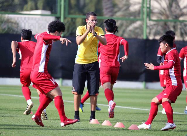 Asian Cup 2019: ĐT Việt Nam thoải mái tập luyện chuẩn bị gặp ĐT Iran - Ảnh 1.