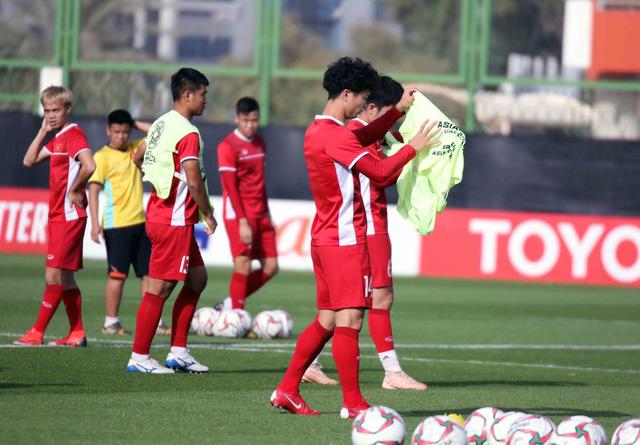 Asian Cup 2019: ĐT Việt Nam thoải mái tập luyện chuẩn bị gặp ĐT Iran - Ảnh 4.