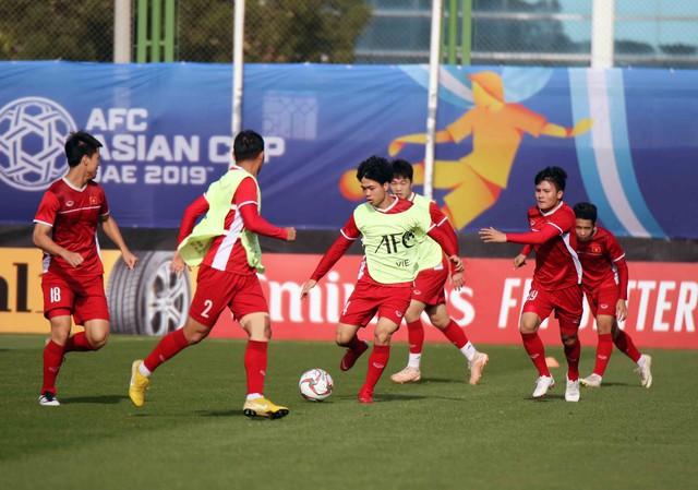 Asian Cup 2019: ĐT Việt Nam thoải mái tập luyện chuẩn bị gặp ĐT Iran - Ảnh 3.