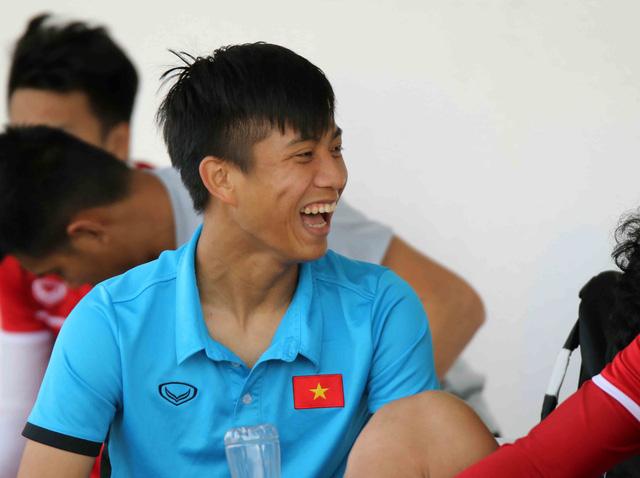 Asian Cup 2019: ĐT Việt Nam thoải mái tập luyện chuẩn bị gặp ĐT Iran - Ảnh 14.