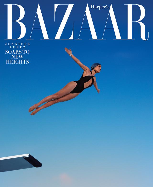 Khi Jennifer Lopez mặc đồ bơi và... bay - Ảnh 1.