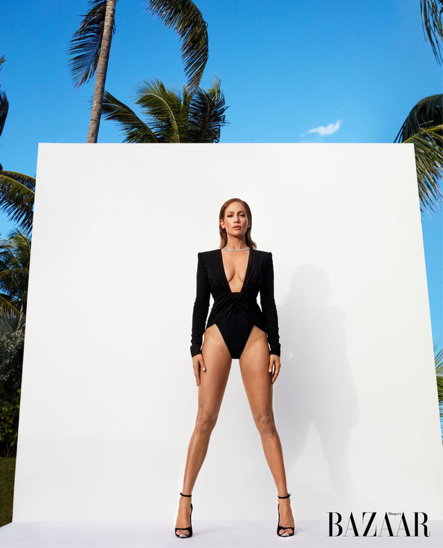 Khi Jennifer Lopez mặc đồ bơi và... bay - Ảnh 3.