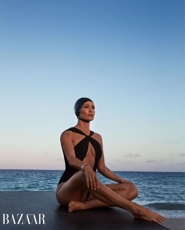 Khi Jennifer Lopez mặc đồ bơi và... bay - Ảnh 6.