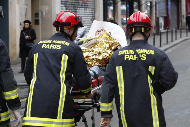 Đẩy mạnh công tác cứu hộ vụ nổ do rò rỉ khí gas ở Paris, Pháp - Ảnh 3.