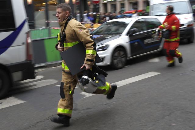 Đẩy mạnh công tác cứu hộ vụ nổ do rò rỉ khí gas ở Paris, Pháp - Ảnh 5.