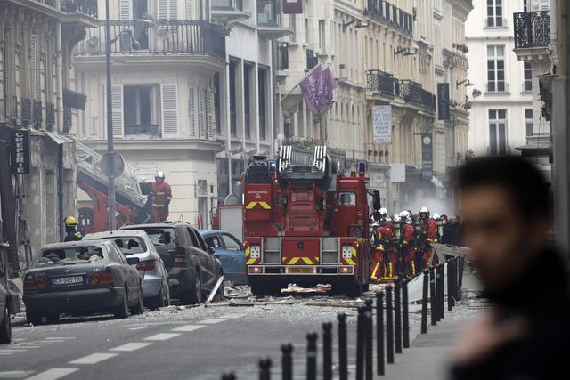 Đẩy mạnh công tác cứu hộ vụ nổ do rò rỉ khí gas ở Paris, Pháp - Ảnh 6.